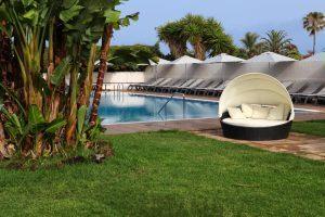 Jardín de un hotel de cuatro estrellas en Tenerife Norte